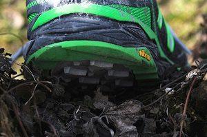Vous pouvez voir les crampons de cette chaussure de trail New Balance. © Testeurs-Outdoor