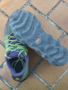 Trail chaussure : Regardez la forme particulière de ces semelles :)
