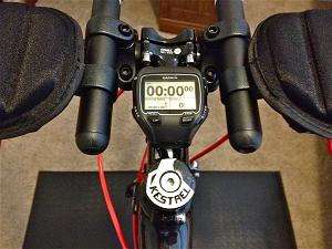 Cette montre GPS Garmin est aussi très  l'aise sur un vélo. © trainingfortheironman
