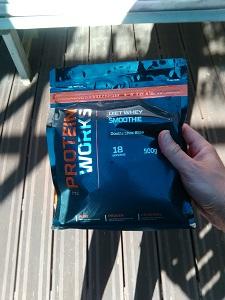 Voilà un sachet de smmothie Protein Works. © Testeurs-Outdoor