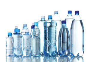 Combien d'eau boire par jour : Quelle que soit la bouteille, buvez !!!!!!!! © Africa Studio - Fotolia.com