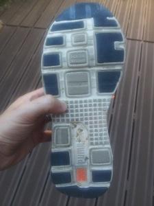 les crampons de cette chaussure de sport Puma. © Testeurs-Outdoor