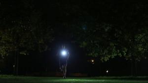 Courir la nuit : la future lampe kalenji en pleine action