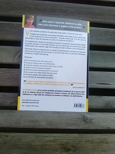 L'auteur présente son livre et les thèmes abordés sur le 4ème de couverture du livre courir léger. © Testeurs Outdoor