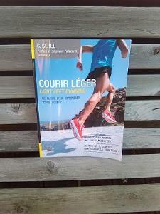 Voilà le livre courir léger pour ceux ou celles qui veulent en savoir plus sur leur foulée. © Testeurs-Outdoor