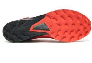 Les crampons de la chaussure Salomon S/Lab Sense 8 SG