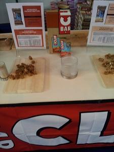 Plusieurs saveurs étaient proposées sur le stand Clif Bar © Testeurs-Outdoor