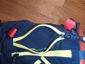 Voiçi l'ouverture de la petite poche de ce sac Givrel. © Testeurs-Outdoor
