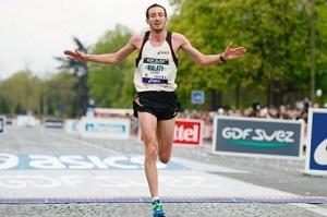 Courir un marathon : Benjamin Malaty sur la ligne d'arrivée. © Sud Ouest