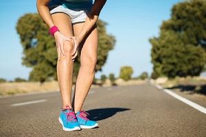 Des chaussures running peuvent-elles être la cause de douleurs aux genoux ? © Fotolia