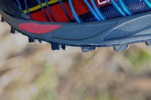 Ces crampons confèrent à la chaussure La Sportiva une très bonne accroche. © Testeurs Outdoor