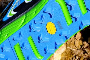 Vous pouvez voir le logo vibram pour cette chaussure Hoka Rapa Nui 2