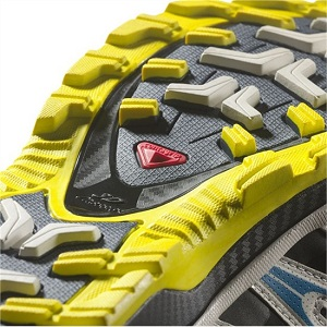 Voici les crampons de ces chaussures trail Salomon. © Salomon