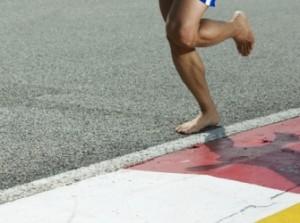 Voilà un adepte du courir pieds nus...