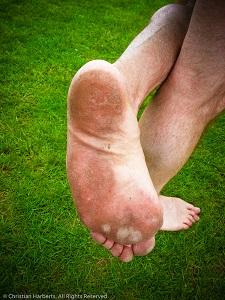 Transition minimaliste : courir sur l'herbe est-ce une bonne idée ? © courirpiedsnus.com