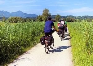 Conseils cyclisme : vous pouvez pratiquer cette activité sportive à plusieurs. © Fotolia