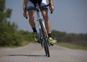 Conseils Cyclisme : vérifier l'état de votre vélo avant de partir. © Fotolia