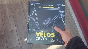 Voici la couverture de ce livre vélos de course. © Testeurs Outdoor