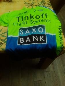L'avant de ce maillot de cyclisme Saxo Bank comprend une fermeture éclair intégrale. © Testeurs Outdoor