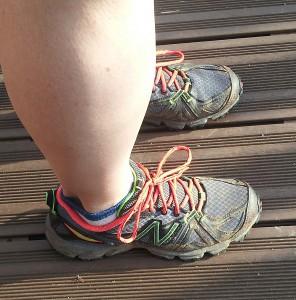 Admirez les lacets de ces chaussures New Balance.