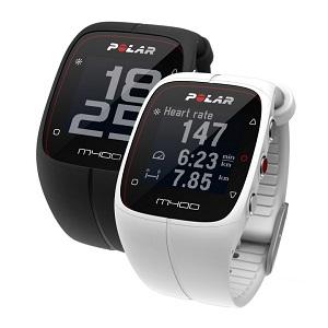 La montre Polar M400 est disponible chez nos partenaires, en noir ou blanc. © Polar