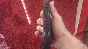 Ce téléphone Crosscall Odyssey + a l'air solide sous tous ses coins. © Testeurs Outdoor
