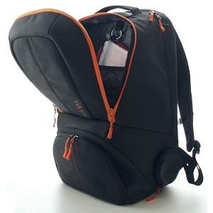 Ce sac de sport existe en 2 coloris : bleu nuit ou gris. © Karkoa