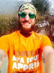 Elric avec son tee shirt running Douzaleur et le sourire :) © Testeurs-Outdoor