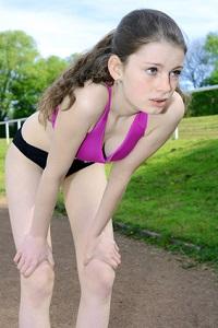 A la fin des tests VMA, mains sur les genoux, c'est une position souvent commune aux participant(e)s. © Dan Race - Fotolia.com
