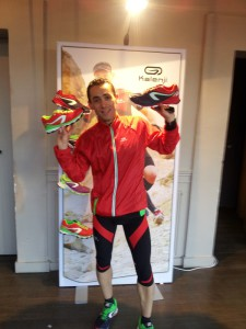 Thierry, chef de produit, présente les chaussures trail