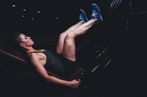 Le sport est l'un des meilleurs moyens pour lutter contre les jambes lourdes. © Pixabay