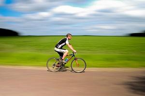 Conseils vélo : même pour les adultes, le casque devrait être obligatoire, non ? © Pixabay